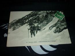 Carte Postale  Chasseurs Alpins En Reconnaissance Dans La Montagne Animée - Manovre
