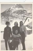 12132.  Fotografia Vintage Donne Femme Sulla Neve Sci Montagna Cervino Aosta Anni '60 - 10x7 - Persone Anonimi