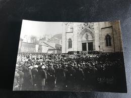 Photo - 1921 - BELLEY Sortie Eglise Enterrement 2 Lieutenants & 1 Sergent (corps Ramenés Du Front) - Guerre, Militaire