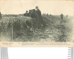 WW MILITAIRES GUERRE 1914-18. Roi Albert Dans Les Tranchées D'Avecapelle En Belgique 1918 - War 1914-18