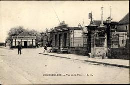 CPA Courseulles Sur Mer Calvados, Vue De La Place - Other Municipalities