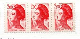 FRANCE N° 2274 2 F ROUGE TYPE LIBERTE PHOSPHORE TENANT A SANS PHOSPHORE BANDE DE 3 NEUF SANS CHARNIERE - 1980-1989