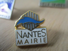 A014 -- Pin's Nantes Mairie - Ciudades