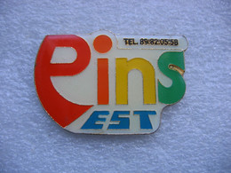 Pin's Du Fabricant De Pin's, Pin's Est. Variante De Couleurs - Non Classificati