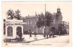 MEDEA - Hotel De Ville Et Rue Gambetta (carte Animée) - Medea