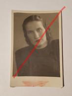 Photo Vintage. Original. Mode. Une Fille Avec Une Belle Coiffure Et Une Belle Robe. L'URSS - Oggetti