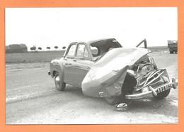 PHOTO RETIRAGE DES ANNÉES 50/60 - ACCIDENT DE VOITURE RENAULT FRÉGATE - Automobiles