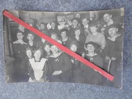 Photo CarteZeebrugge Matrosen Division 1 Dans Un Café Avec Femmes - 1914-18