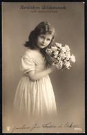 F2207 - Hübsches Kleines Mädchen Mt Blumen - Frisur Mode - Pretty Young Girl - Abbildungen