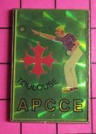 311c Pin's Pins / Beau Et Rare / THEME : SPORTS / PETANQUE TOULOUSE CROIX OCCITANE  CLUB APCCE - Bowls - Pétanque