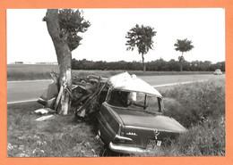 PHOTO RETIRAGE De L'ANNÉE 1963 TOURY RN 20 - ACCIDENT DE VOITURE MERCEDES ENCASTRÉE DANS UN ARBRE - Auto's