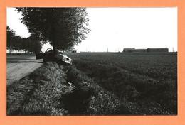 PHOTO RETIRAGE DE L'ANNÉE 1959 TOURY RN 20 - ACCIDENT DE VOITURE PEUGEOT 403 - Auto's