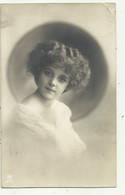 Meisje - Fillette - Stijl Grete Reinwald , Nr 2827/1  ( 2 Scans) - Portraits