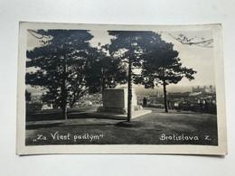 Slovakia 172 Bratislava Za Vlast Padlym Monument - Eslovaquia