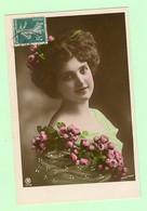 R246 - FANTAISIE - Femme, Frau, Lady - Avec Bouquet De Fleurs - De Walery Paris - Women