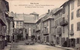 GUILLESTRE       ( HAUTES ALPES )       PLACE ET FONTAINE GENERAL-ALBERT. AU FOND , LA VIEILLE TOUR RONDE - Guillestre