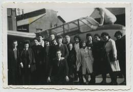 (Aviation) Groupe Devant Un Avion. 1945. - Aviación