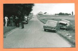 PHOTO RETIRAGE DES ANNÉES 1960 - ACCIDENT DE VOITURE AUDI SIMCA P60 - P 60 - GENDARME - CRASH CAR - Cars