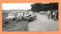PHOTO RETIRAGE DES ANNÉES 1960 - ACCIDENT DE VOITURE AUDI SIMCA P60 - P 60 - RENAULT 4L - GENDARME - CRASH CAR - Cars