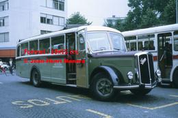 ReproductionPhotographie D'une Vue D'un Bus Saurer Garé à Thun En Suisse En 1972 - Reproductions
