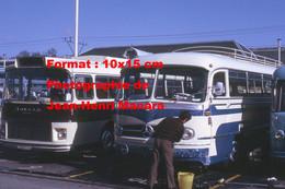 ReproductionPhotographie Ancienne D'un Chauffeur Lavant Son Bus Mercedes à Lourdes En 1972 - Reproductions
