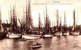 Bateaux Thonniers Dans Le Port De Concarneau - Visvangst