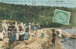 """CPA MADAGASCAR """"Préparatifs De Départ En Pirogue"""" - Madagascar"""