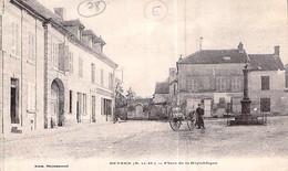 Cpa 78] Yvelines > Beynes La Place De La République - Beynes