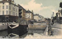 A/203        10     Troyes          Bateaux Sortant De L'écluse      (état) - Troyes
