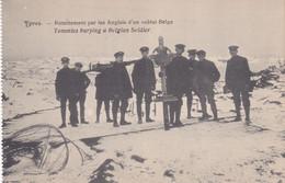 Ypres Enterrement Par Les Anglais D'un Soldat Belge - Guerra 1914-18