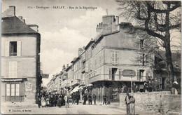 24 SARLAT - Rue De La République   * - Sarlat La Caneda