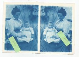 Photographies Lot 2 Photos   Femme Donnant Le Sein Nu Et Enfant   Photo 9x12 Cm Papier Bleu - Pin-ups