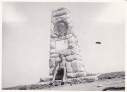 Old Real Original Photo - Naked Boy In Front Of A Monument - Ca. 9x6.5 Cm - Anonymous Persons