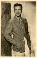 DICK POWELL OLD POSTCARD - Actores