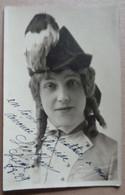 Photo Dédicacée D'une Artiste De Théâtre (signature Illisible)---R. Gribaumont, à Genève - Dédicacées