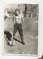 A Young Man With A Shovel  A570-488 - Persone Anonimi