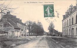 86 - LA TRICHERIE ( Hameau Intégré à BEAUMONT ST CYR ) Route Nationale ( Café Hotel ) CPA Village ( 2.995 H ) - Vienne - Other Municipalities