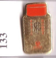 GA80 Pin's Parfum Perfume BASIC HOMME VICHY Achat Immédiat - Profumi