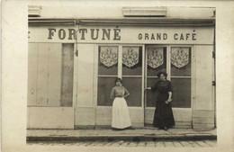 Carte Photo FORTUNE  Grand Café Jeunes Femmes  RV - Photographie