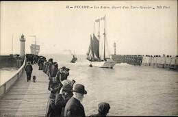 CPA Fécamp Seine Maritime, Les Jetees, Depart D'un Terre Neuvier - Altri Comuni