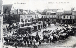 51  EPERNAY  LES TROUPES PLACE DE L'HOTEL DE VILLE - Epernay
