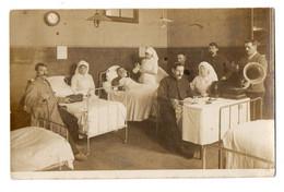 CPA 3143 - MILITARIA - Carte Photo Militaire - Chambre D'Hopital - Blessés,Infirmières,Appareil De Musique / Phonographe - Personen