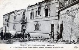 51  AY EN CHAMPAGNE  LA REVOLUTION DE 1911  LA MAISON GALLOIS INCENDIEE  (PLI VERTICAL) - Ay En Champagne