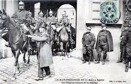 75  PARIS  MANIFESTATION DU 1er MAI   LES DRAGONS SORTANT DE LA CASERNE - Sin Clasificación