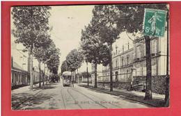 LE MANS 1909 LA ROUTE DE LAVAL TRAMWAY URINOIR PUBLIC PUBLICITE PHARMACIE DE PARIS TAXEE TIMBRE TAXE CARTE EN BON ETAT - Le Mans