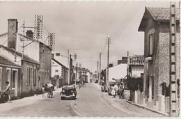 CPSM   Ile De Noirmoutier (85) Belle Animation Dans La Grande Rue De Barbatre  Et Des Voitures D'avant Guerre RARE - Ile De Noirmoutier