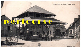 19  Allassac  Groupe De Personnes  Devant La Halle - Andere Gemeenten