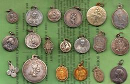 19 Médailles Religieuses ,argent & Métal. - Religione & Esoterismo