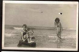 Photo Originale 14 X 9 Cm - 1945 - Bredene - Jeux Dans L'eau - Voir Scans - Lugares