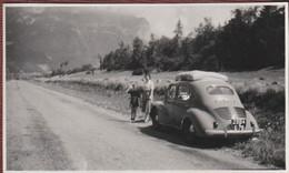 Photo Originale Une 4 Cv Renault Au Plateau Des Glières (Thones Bonneville) 74 En 1950 - Coches